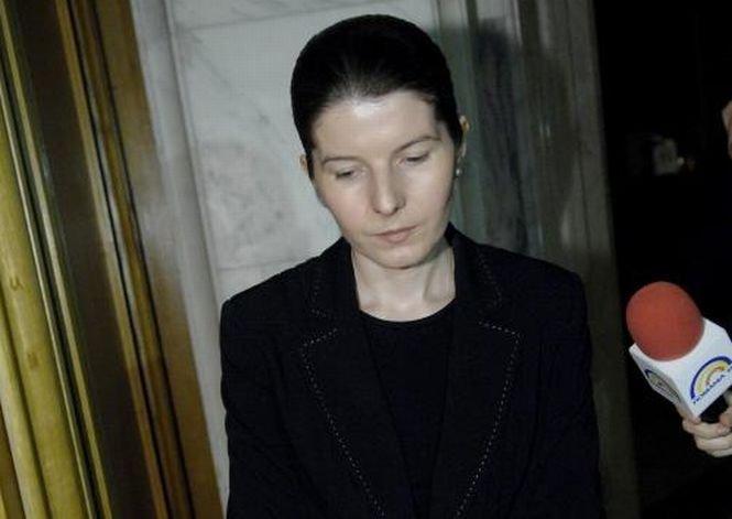 """Versurile care au ajutat-o pe Monica Iacob Ridzi să câştige premiul al doilea la concursul """"Poezie de puşcărie"""""""