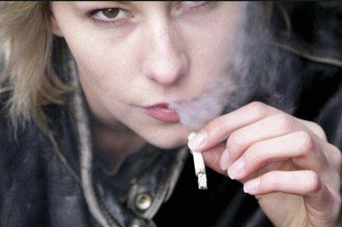 Cheia de la gât a dispărut. Noua generaţie de adolescenţi are buzunarele burduşite cu ţigări şi prezervative
