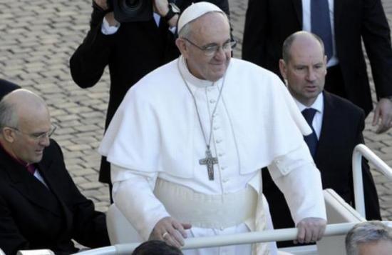 Selfie pe furiş cu Papa Francisc. A devenit vedetă pe Twitter