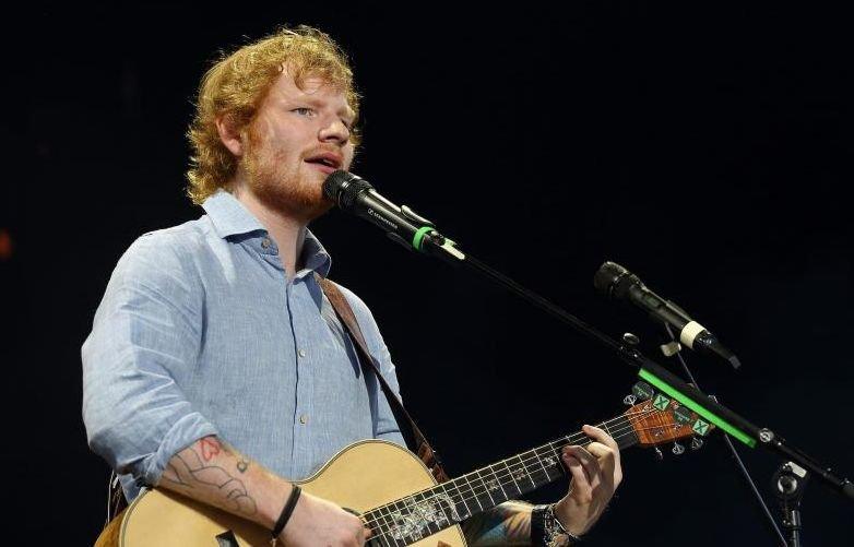 Povestea incredibilă a lui Ed Sheeran. De la dormit în metrou, la statutul de fenomen global