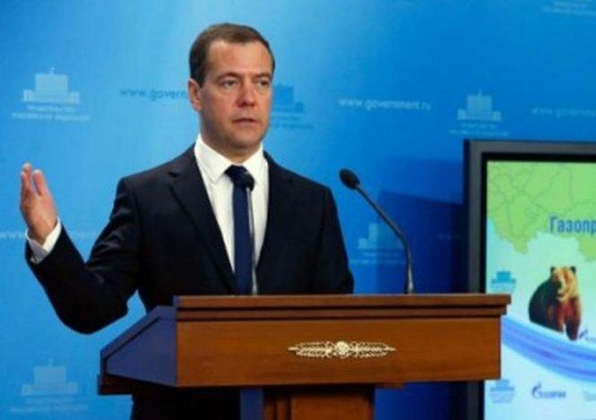 """Premierul rus face apel la prietenie. Medvedev a îndemnat politicienii europeni să menţină """"relaţiile de prietenie"""" cu Rusia"""