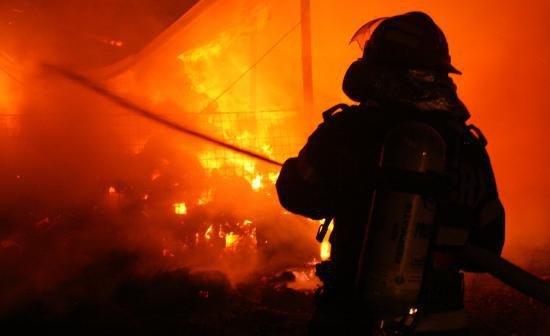 Incendiu la un centru comercial din Capitală