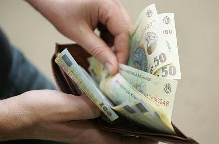 Peste un milion de români lucrează pentru salariul minim pe economie