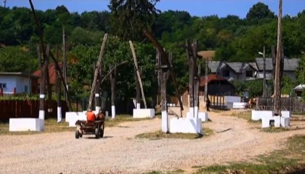 Vedere de la ţară - Păuneşti, satul care stă în cumpănă