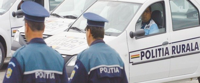 Patru poliţişti au fost reţinuţi. Au primit mită pentru a proteja hoţii