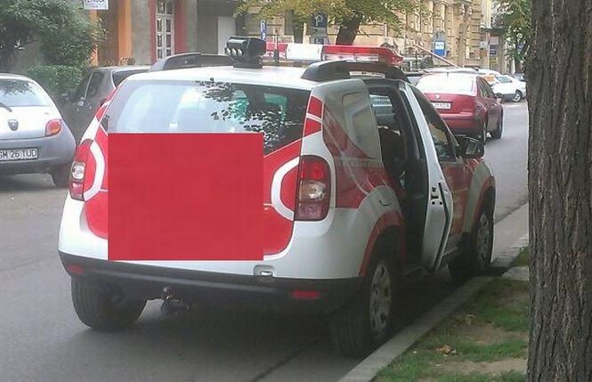 Imaginea care a stârnit furia românilor pe Facebook. Cum arată o maşină a pompierilor din Satu Mare