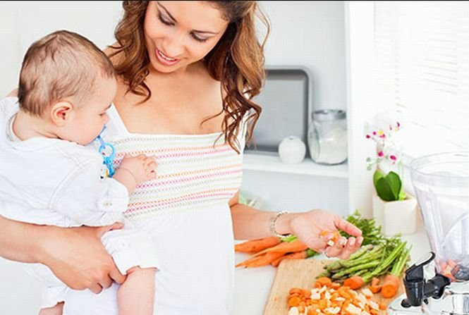 Pro şi contra. O mamă ar trebui să ţină regim în primele 12 luni după naştere?