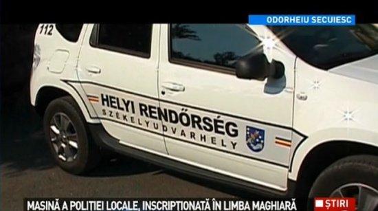 Oficialii primăriei din Odorheiu Secuiesc precizează: Maşina Poliţiei Locale este inscripţionată doar pe o singură latură în limba maghiară