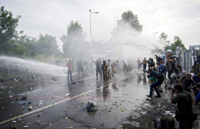 Ungaria informează Serbia că închide graniţa Roszke-Horgos