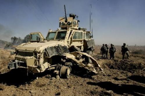 Trei militari români au fost răniţi în Afganistan, după explozia unei maşini-capcană