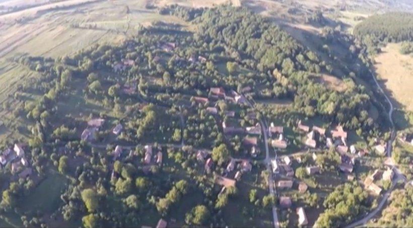 Vedere de la ţară - Inlăceni, satul labirint