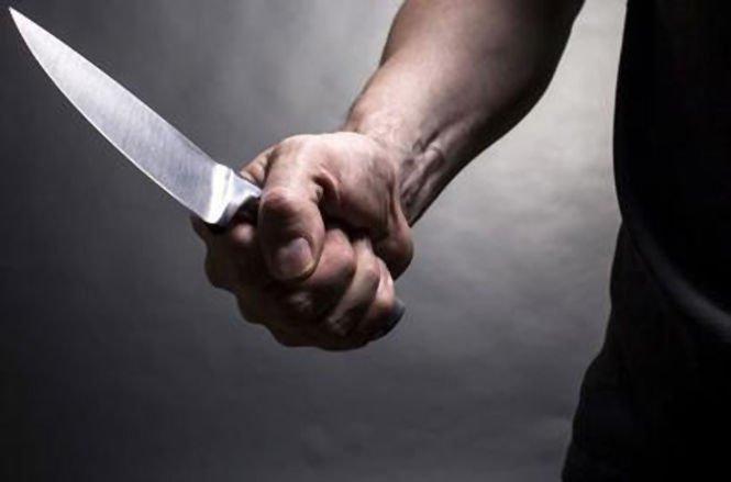 Criminal în libertate. Zeci de poliţişti îl caută după ce şi-a ucis soţia şi şi-a înjunghiat fiica