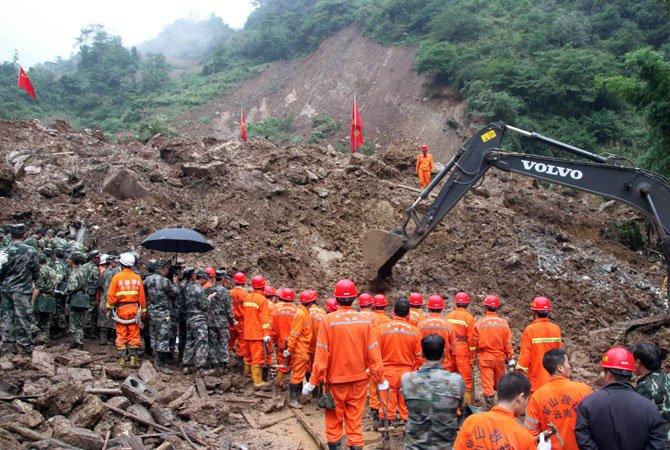 Catastrofă de proporţii. Peste 600 de persoane sunt dispărute, după o alunecare de teren