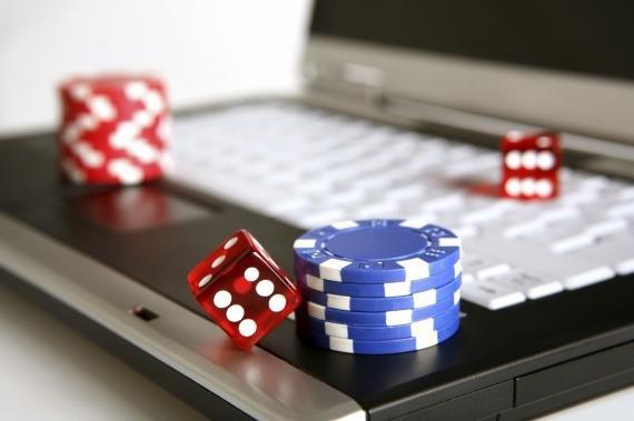 Amenzi usturătoare pentru românii care au jucat pe site-uri de pariuri ilegale. Cât vor plăti