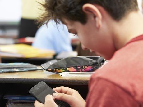 Pericolul care îi pândeşte pe dependenţii de smartphoneuri. Radiografii şocante