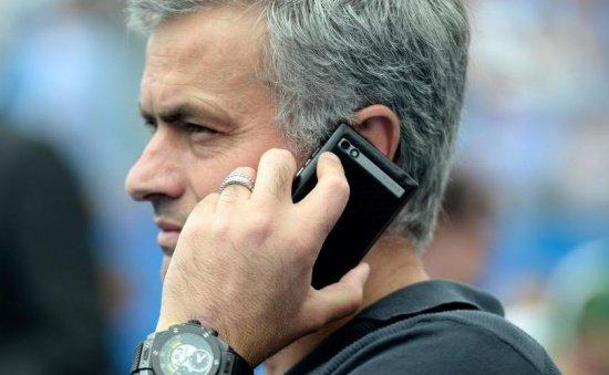 Jose Mourinho îmbrânceşte un copil care voia să îl filmeze