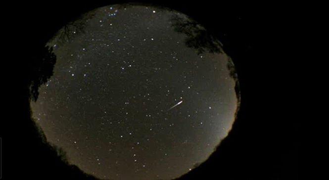 Spectacol deosebit pe cer! O ploaie de meteori va putea fi admirată curând