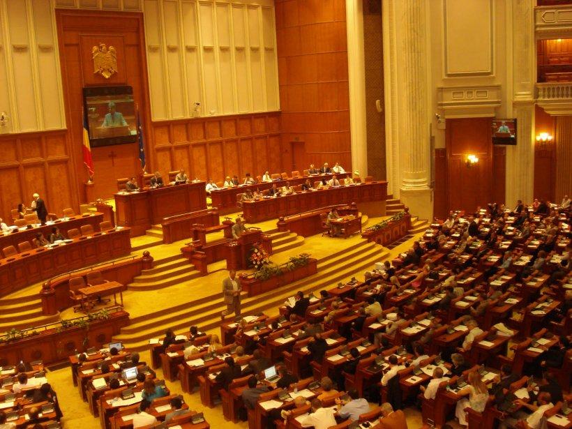 Partidele politice decid astăzi dacă votează sau nu Guvernul Cioloş