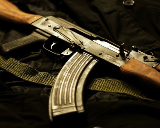 Spargere la un depozit de armament din SUA. Mai multe arme automate au fost furate