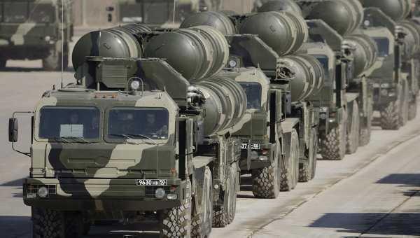 """Rusia trimite sisteme antirachetă de ultimă generaţie în Siria. Crucişătorul '""""Moscova"""" şi baterii S-400, în drum spre Latakia"""