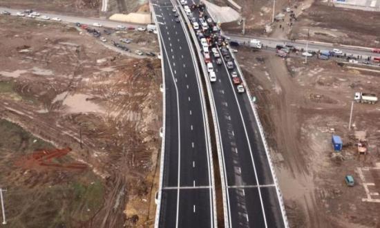 Semnal de alarmă la Transporturi: Marile autostrăzi pe bani europeni riscă să fie întârziate