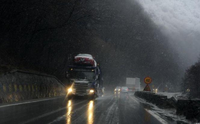 Traficul pe Valea Oltului este complet blocat, în urma unui accident. Cozile se mașini se întind pe șase kilometri