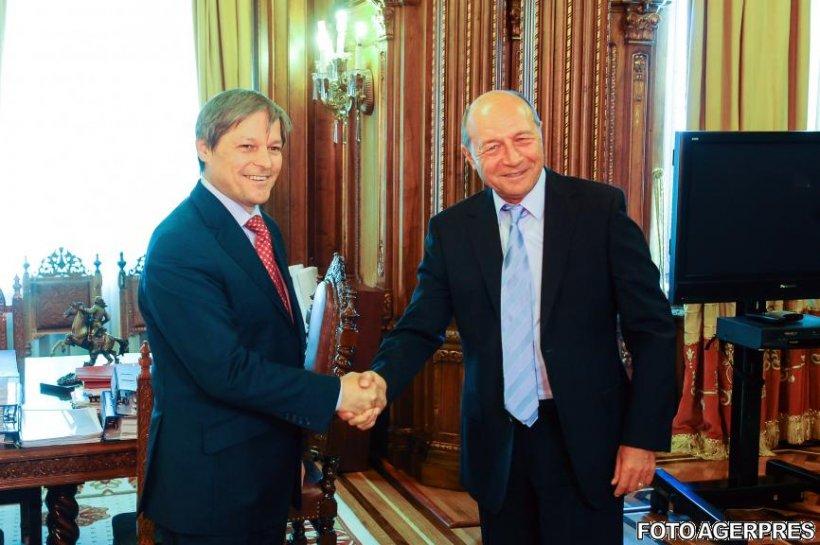 Traian Basescu îi cere lui Dacian Cioloş să anuleze mai multe acte normative
