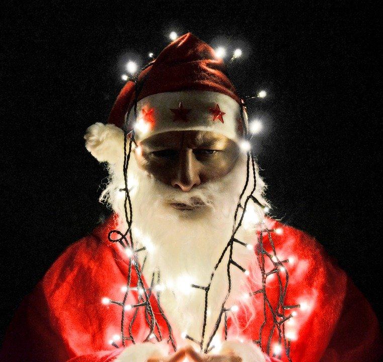 Moș Crăciun are probleme cu Poliția, la Focșani. IMAGINI inedite care fac cât o mie de cuvinte