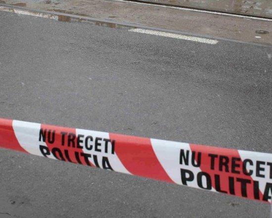 Doi tineri au ajuns în comă la spital după ce maşina în care se aflau s-a izbit de un tir