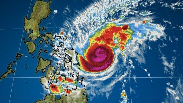Sute de mii de persoane evacuate din calea unui taifun