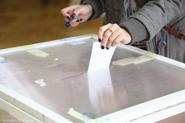 Proiectul de lege pentru alegerea primarilor în două tururi, respins de comisii în Senat