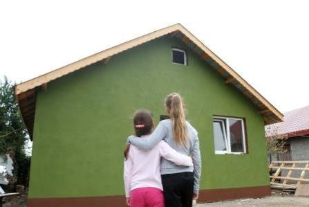 Primul Crăciun în casă nouă pentru premiantele din localitatea Fundulea, județul Călărași