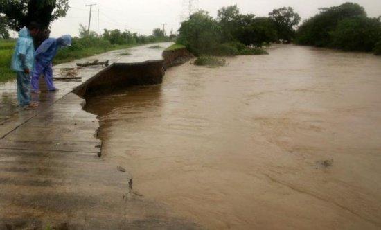 Taifunul Melor distruge tot în calea sa. A provocat cel puțin trei decese în Filipine