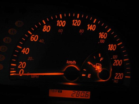 """Atenție la țepele auto! 80% dintre mașinile rulate în România au kilometrajul """"aranjat"""""""