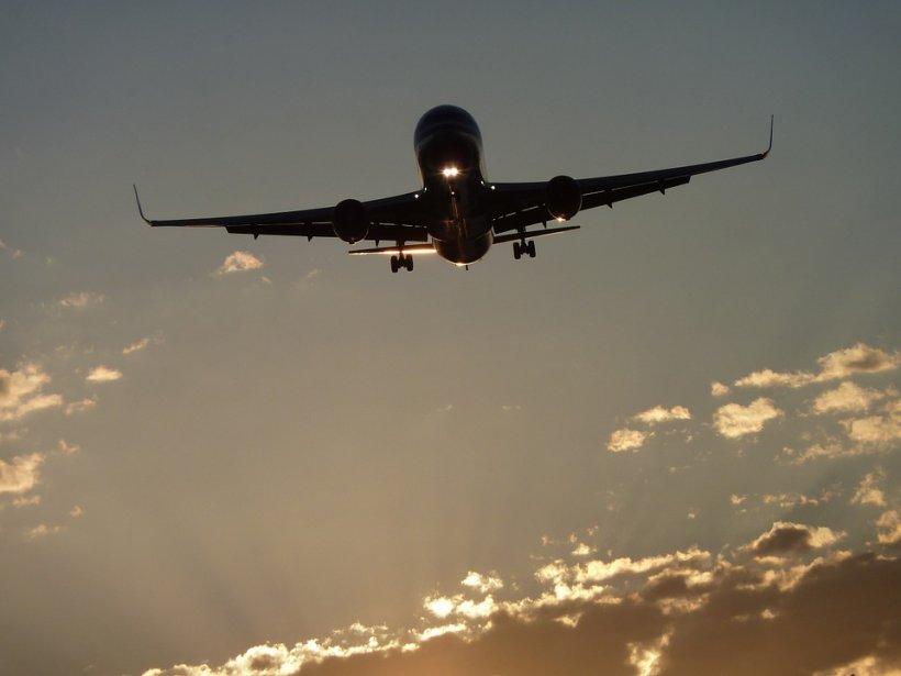 Panică pe un aeroport din Nashville. Un avion cu 133 de pasageri a ratat aterizarea. IMAGINI cu aeronava