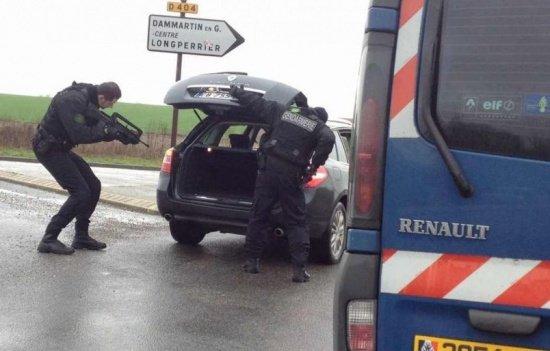 Mai mulţi suspecţi, arestaţi în cazul atacurilor din Paris