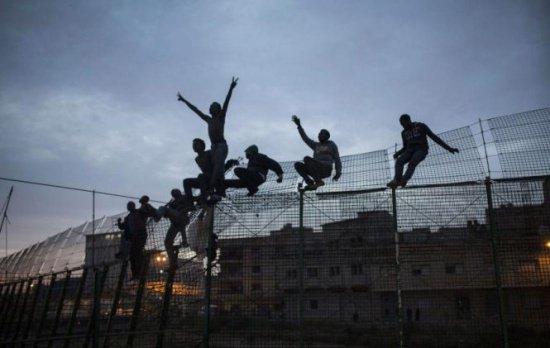 Tabară de refugiați lângă o fabrică de armament, în România. Ce spun autoritățile locale