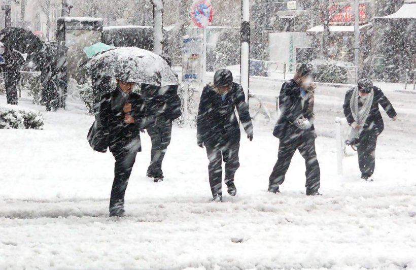 Vine zăpada! Meteorologii anunță ninsori, viscol și ger