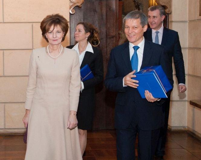 Cum au fost primiţi premierul Cioloş şi soţia sa de Casa Regală. Imagini de la dineu