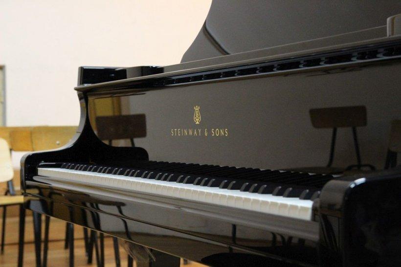 """Prin campania """"Un pian pentru Lipatti"""", elevii de la Colegiul Național de Arte """"Dinu Lipatti"""" studiază pe un pian performant Steinway"""