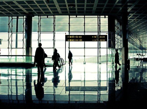 O mare agenție de turism are conturile blocate. Cum vor fi afectați clienţii care şi-au cumpărat vacanţe de Crăciun şi de Revelion