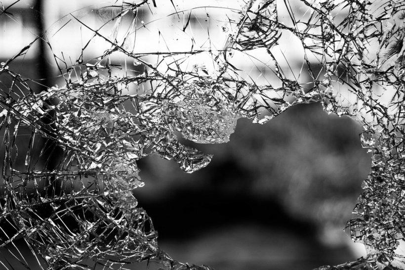 Accident rutier pe autostrada Timişoara - Lugoj. Patru copii au fost răniţi