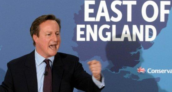David Cameron vrea să împingă femeile în linia întâi a frontului