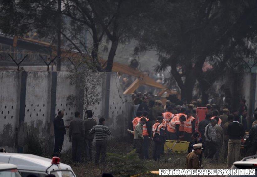 Zece grăniceri indieni au murit, după ce avionul în care se aflau s-a prăbușit