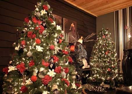 Cum am ajuns să decorăm bradul? Citește istoria pomului de Crăciun
