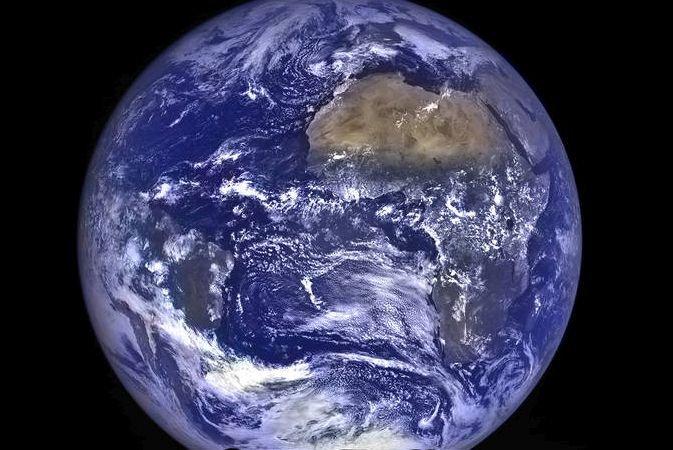 """Imagine uluitoare publicată de NASA: """"Răsărit de Terra"""" văzut de pe Lună"""