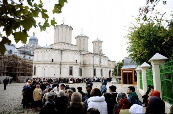 Klaus Iohannis a promulgat legea care prevede mărirea salariilor pentru angajații bisericilor