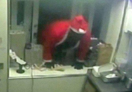Jaf armat la KFC. Atacatorul s-a îmbrăcat în Moș Crăciun