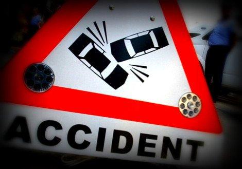 Accident cu urmări cumplite. Ce s-a întâmplat cu o ambulanţă care a preluat doi răniţi