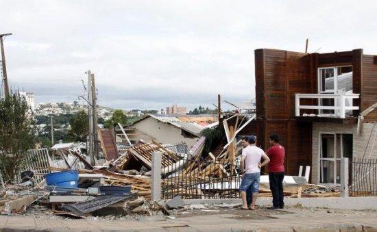 Bilanţul furtunilor din SUA: 14 morți. Printre victime figurează şi un băieţel de şapte ani